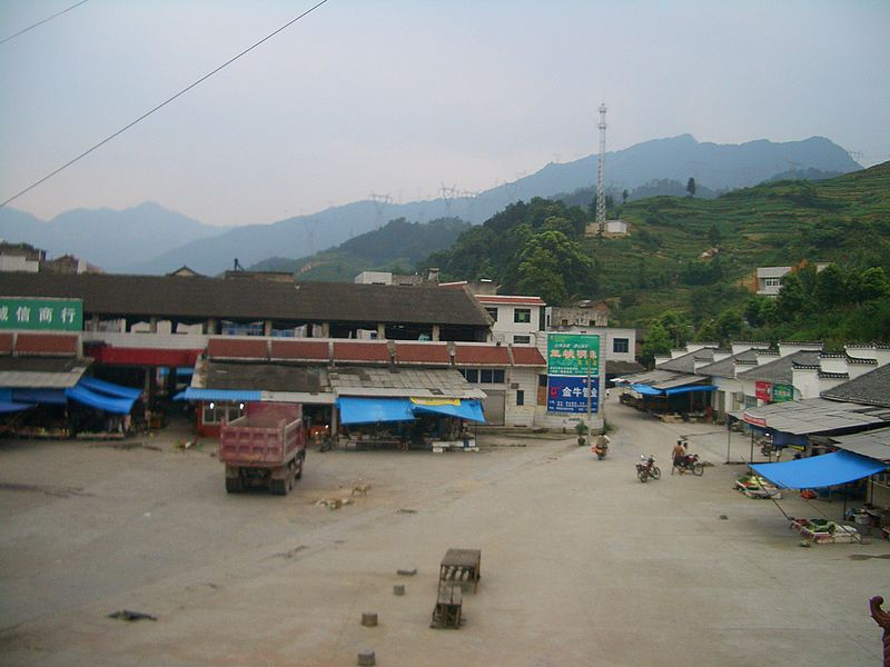 File:Sandouping-market-near-the-dam-4905.jpg