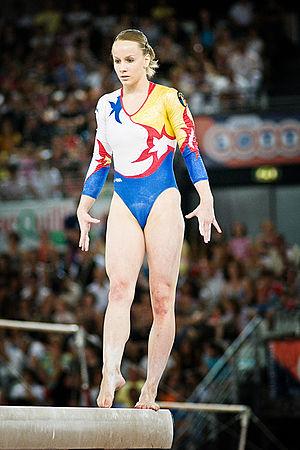 Sandra Izbașa - Izbaşa on the beam in 2008