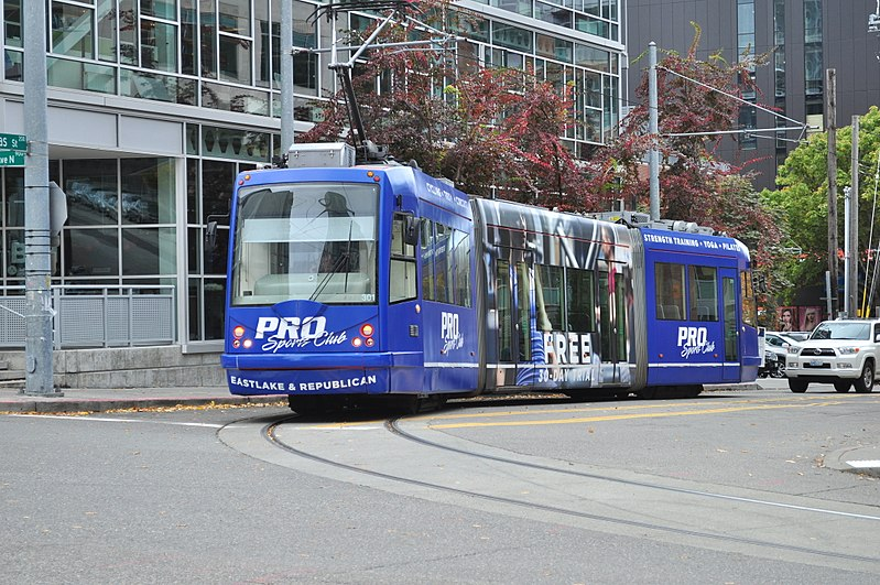 File:Seattle - streetcar on Thomas at the corner of Terry 01.jpg
