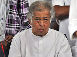 Shashi Kapoor at Shammi Kapoor's prayer meet.jpg