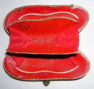 Shell purse - Shark skin accordion lining of a shell purse.