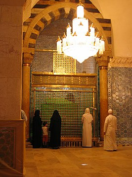 Shrine in the Omayad Mosque of Aleppo Syria.jpg