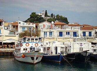 Skiathos (town) - Image: Skiathos 2 wisnia 6522