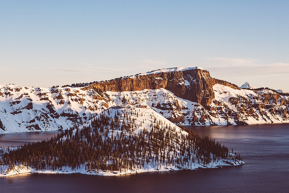 Snow covered mountains at Crater Lake (Unsplash)