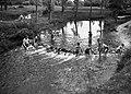 Spelende kinderen in de Geul bij Schin op Geul - HUA-836340.jpg