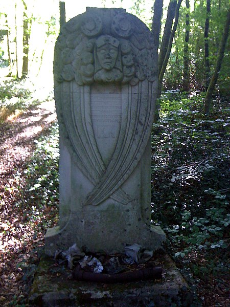 Stèle en hommage au capitaine Astier dans les bois proches de Jaulny