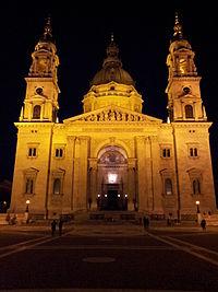 St. Stephen's Basilica by night.jpg