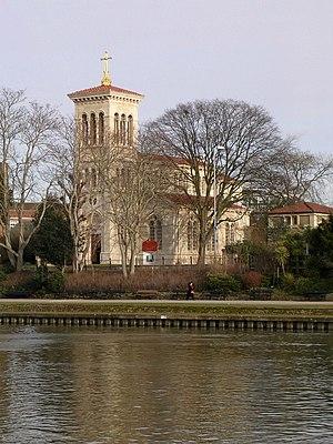 St Raphael's Church, Surbiton - Surbiton's Roman Catholic church of Saint Raphael