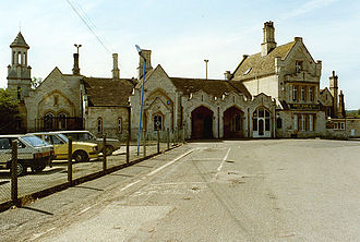 Stamford railway station - Entrance to Stamford Station in summer 1991