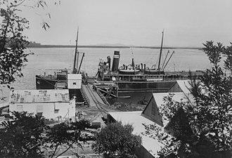 Mourilyan Harbour - StateLibQld 1 87608 Steamship Kuranda moored at Mourilyan Harbour Wharf, ca. 1914