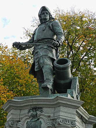 Axel Ender - Tordenskjold Statue at Rådhusplassen in Oslo
