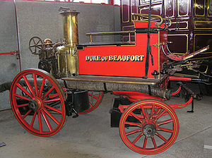 John Braithwaite (engineer) - 1906 horse-drawn steam fire engine in England. The water is pumped onto the fire by a double-acting onboard steam engine.