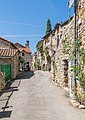 Street in settlement Liaucous.jpg