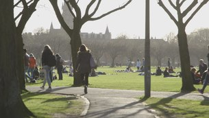 File:Students in the Meadows, Edinburgh.webm