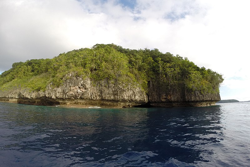 File:Swallows Cave on Kapa Island, Vava'u Tonga - panoramio (10).jpg