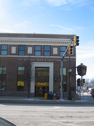 Commercial buildings in Sycamore Historic District - Image: Sycamore Il National Bank & Trust 6