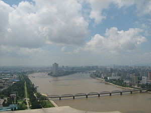 Taedong River - Image: Taedong River, Pyongyang, from the Juche Tower