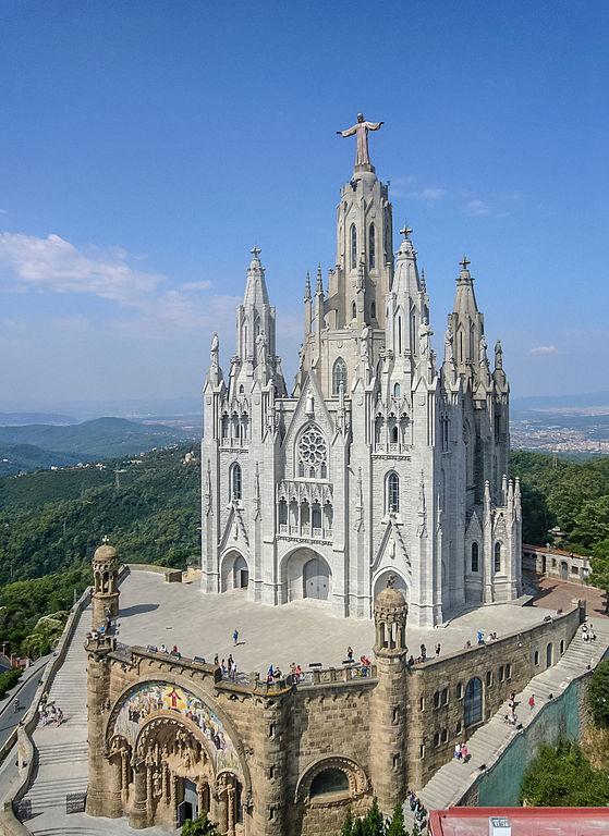 Vue d'ensemble du temple du Sacré Coeur (ou Sagrat Cor) à Barcelone.