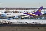 Thai Airways, HS-TJW, Boeing 777-2D7 ER (40452888444).jpg