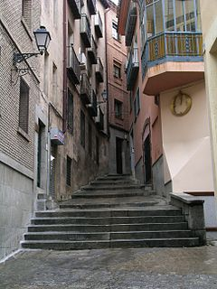 http://upload.wikimedia.org/wikipedia/commons/thumb/f/fa/Toledo_narrow_street.jpg/240px-Toledo_narrow_street.jpg