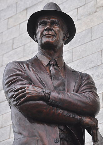 Tom Landry - A sculpture of Landry
