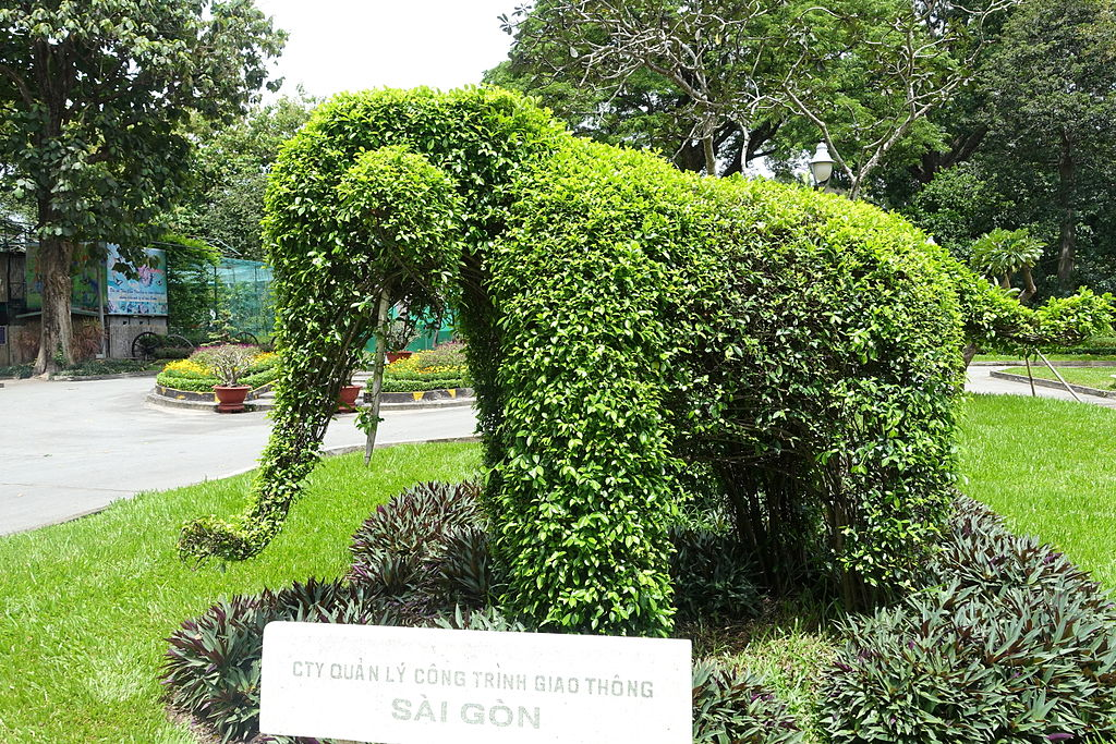 File:Topiary elephant - Saigon Zoo and Botanical Gardens - Ho Chi ...