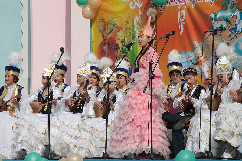 Traditional costume for Nowruz.JPG