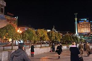 Maidan Nezalezhnosti - Alley of trees on Maidan Nezalezhnosti
