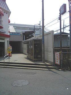 Tsurumiichiba station.jpg
