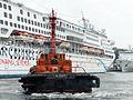 Tugboat K1322 Leaving Superstar Aquarius 20140518.jpg