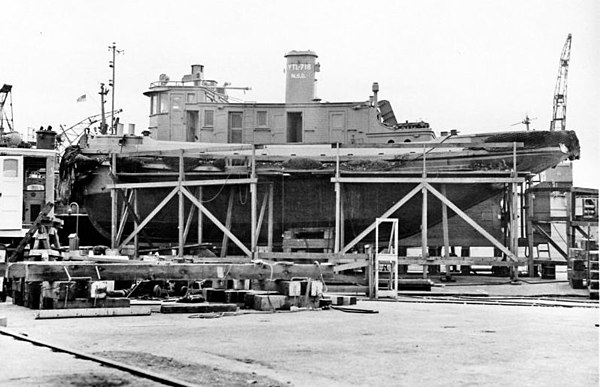 YTL-718, a V2-M-AL1, on the quay wall at Navy Yard Mare Island, 8 November 1945