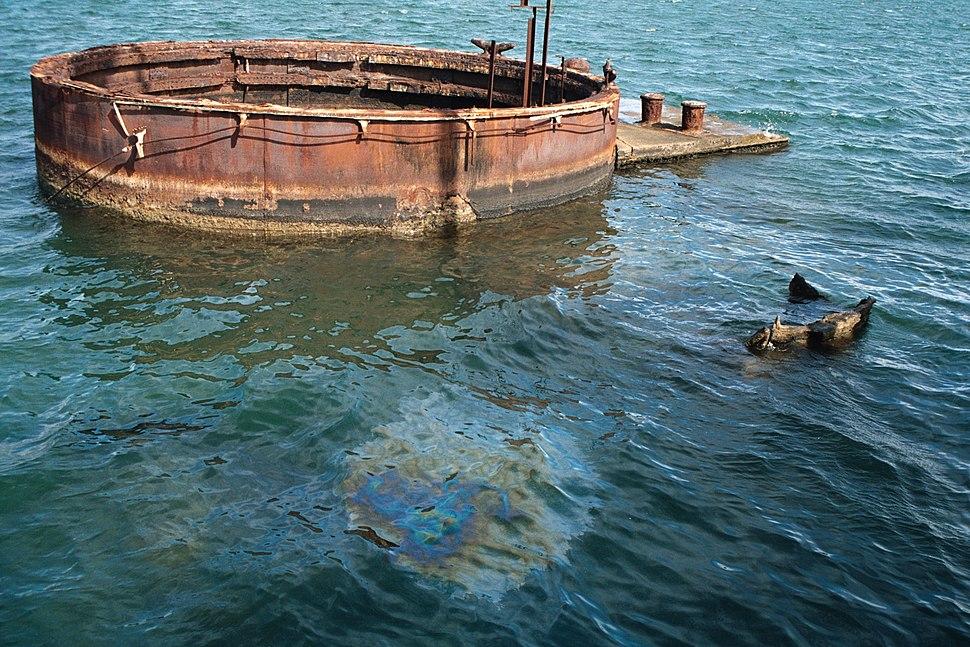 USS Arizona oil seepage