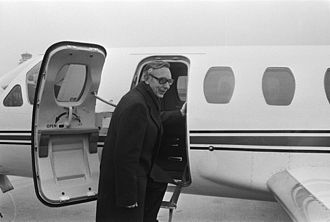 Cessna Citation I - Nederlands minister Max van der Stoel boarding in 1975