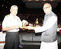 Vice Admiral Satish Soni presenting a memento to Kerala Governor Nikhil Kumar.jpg