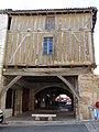 Villeréal - Maison en pan de bois, place de la halle -1.jpg
