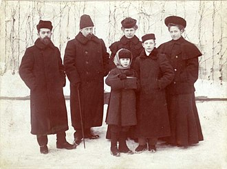 Konstantin Melnikov - Professor Vladimir Mikhailovich Chaplin (second from left) with his family and his pupil Kostya Melnikov (second from the right). Moscow, 1904.