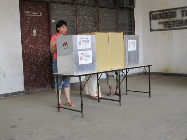 From commons.wikimedia.org: Voting booth2 {MID-256759}