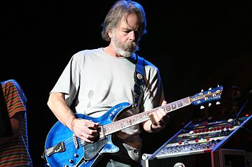 Bob Weir onstage in 2007, playing a Modulus G3FH Weir, Bob (2007) 2.jpg