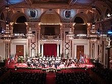 Concerto classico della Wiener Hofburg Orchestra nella grande Festsaal (sala delle feste) dell'Hofburg di Vienna.