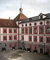 Wolfegg Schloss Innenhof 2005.jpg