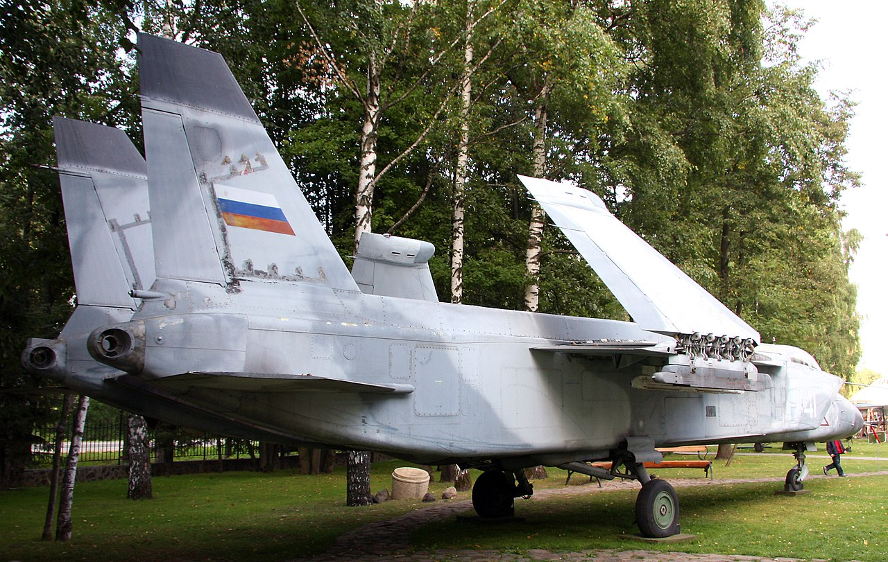 1280px-Yakovlev_Yak-141_in_2009_%282%29.