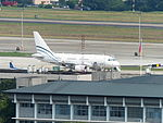 Yalian Business Jet Airbus A318-112 B-6411 in Songshan Airport Apron 20130423.jpg