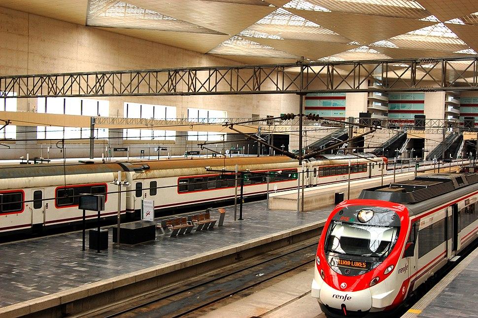 Trens estacionados en Zaragoza-Delicias.