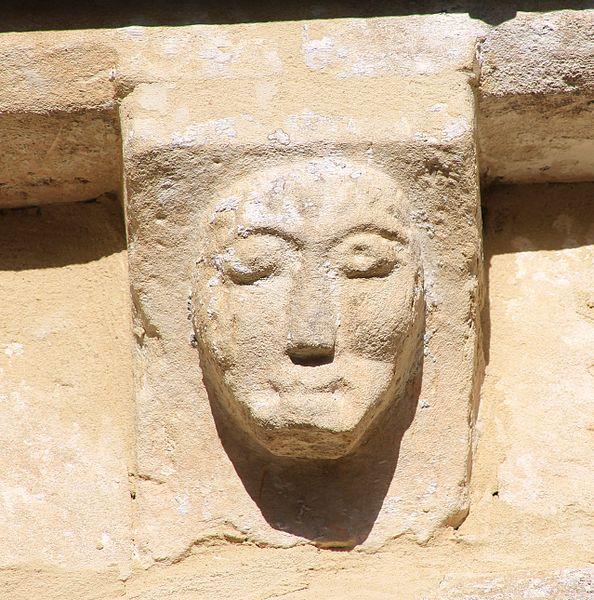 Modillon sur l'église Saint-Vigor de Coulombs (Calvados)