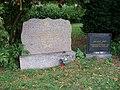Řepy, pomníky padlým z II. světové války.jpg