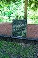 Братська могила, в якій поховані воїни Радянської армії,, що загинули в роки ВВВ Київ Солом'янська пл.JPG