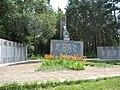 Братська могила радянських воїнів та пам'ятник воїнам-землякам 01.jpg