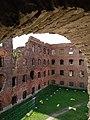 Вид из Наугольной крепости на руины тюремного корпуса.jpg