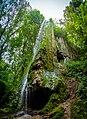 Скала з гротом та водоспадом. Панорама.jpg