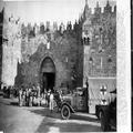המאורעות בארץ ישראל 138 - ירושלים שער שכם חיילים בריטיים במנוחה-PHL-1088144.png